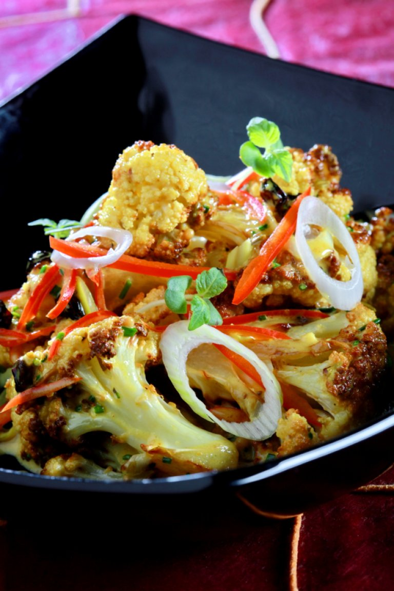 Cauliflower with curry and raisins