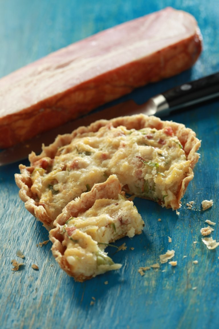 Potato, asparagus and bacon tart