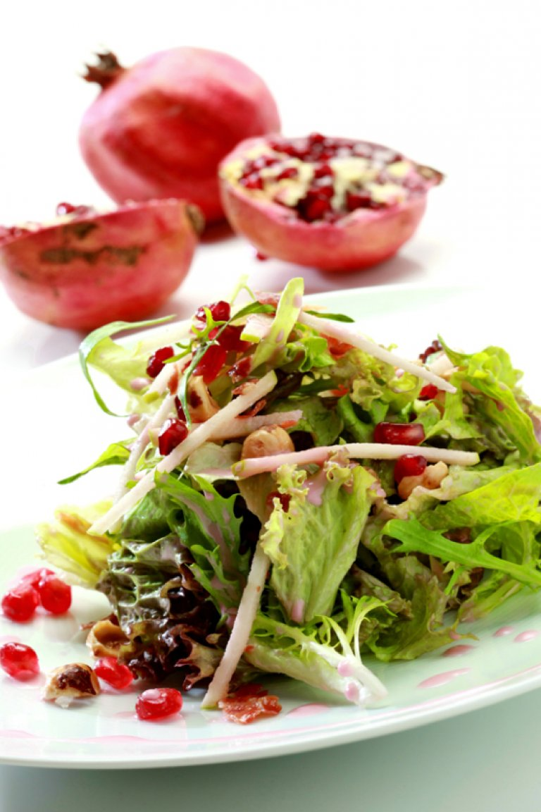 Mixed salad with pomegranate, crispy prosciutto and hazelnut
