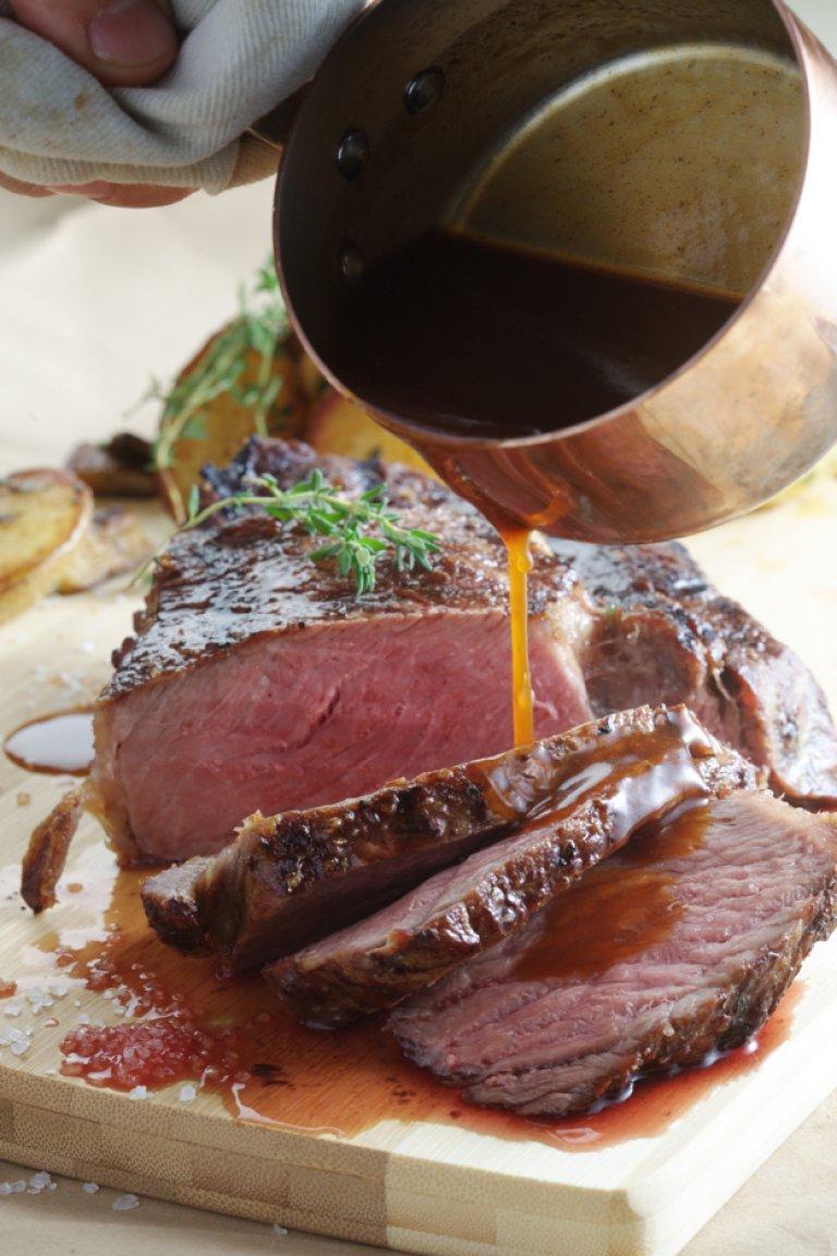 Μοσχαρίσιο Rib Eye με σάλτσα από κόκκινο κρασί