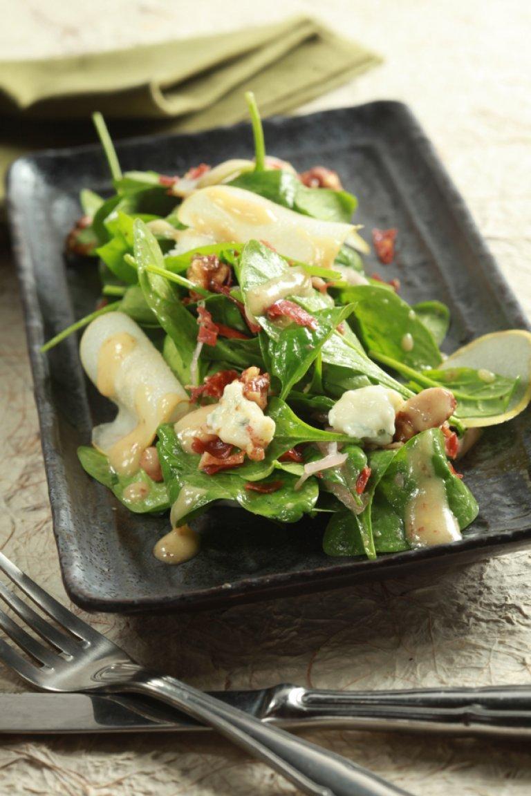Σαλάτα με αχλάδι, καραμελωμένα καρύδια και γκοργκοτζόλα