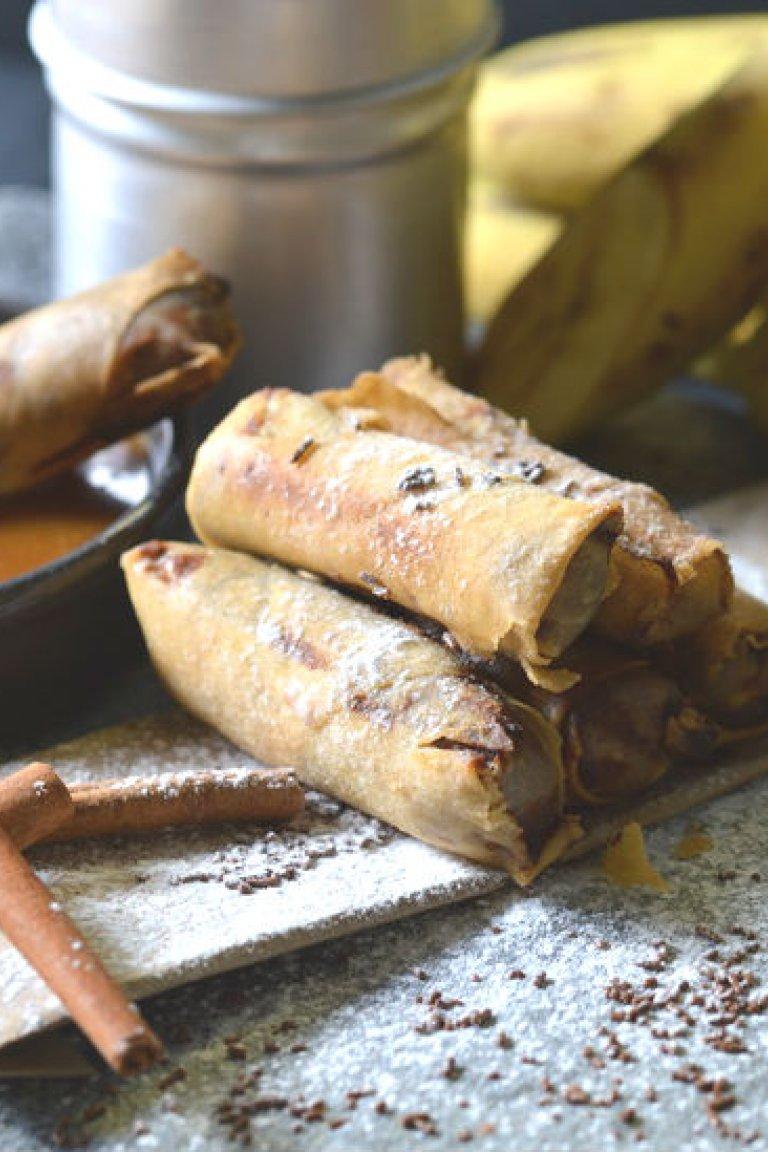 Σπρινγκ ρολς με μπανάνα, σοκολάτα και σάλτσα καραμέλας