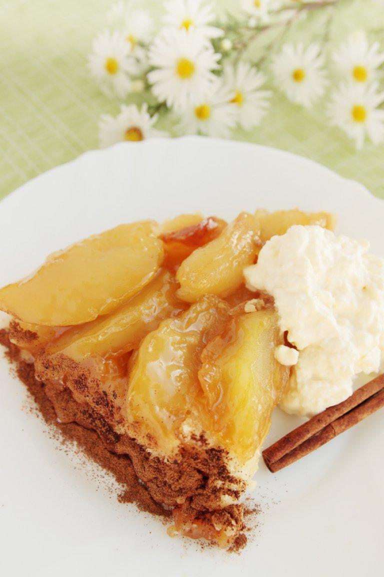 Τάρτα με κρέμα ζαχαροπλαστικής και καραμελωμένα αχλάδια